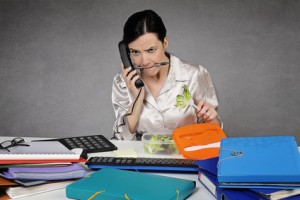 5 Reasons Why Eating Lunch At Your Desk Is A Bad Idea